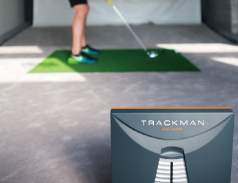 ライゼスポーツの屋内ゴルフレッスンでは弾道測定器「TRACKMAN」を導入